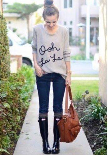長靴を履いている女性の画像