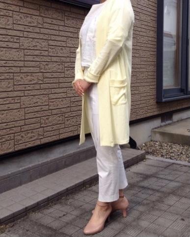 黄色のカーディガンを着る女性のアフター画像