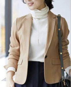 ジャケットを着ている女生の画像