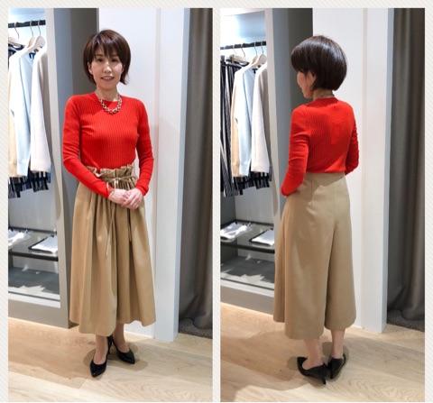 お洋服を試着する女性の画像2