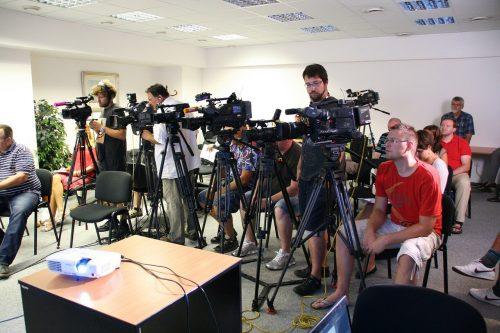 記者会見の画像
